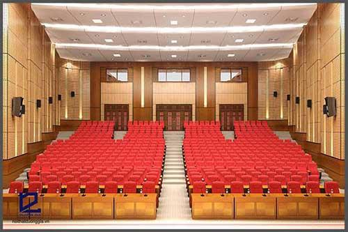 Thay vải bọc cho ghế cũng là cách trang trí hội trường đem đến sự tươi mới