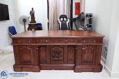 Bàn Giám đốc gỗ tự nhiên hợp với phong cách cổ điển