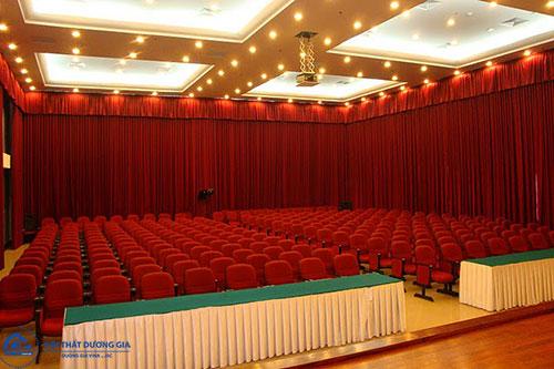 Kích thước ghế hội trường phù hợp với diện tích không gian