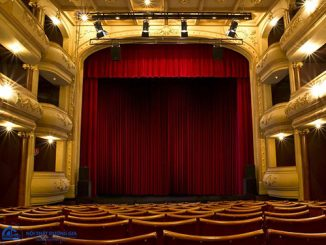 Tại sao nên chọn phông rèm sân khấu hội trường giá rẻ?