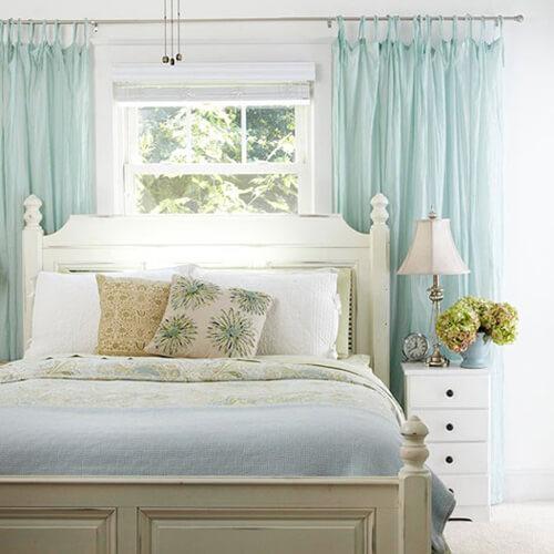 Tại sao không nên kê đầu giường gần cửa sổ?